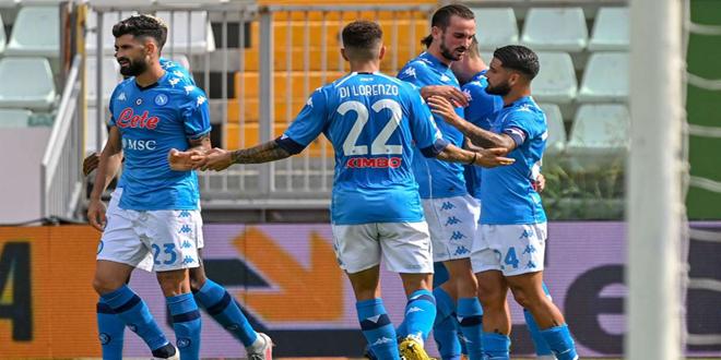 نابولي يفوز على روما برباعية نظيفة بالدوري الإيطالي لكرة القدم