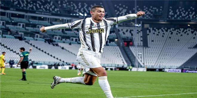 رونالدو يتوج بجائزة القدم الذهبية لعام 2020